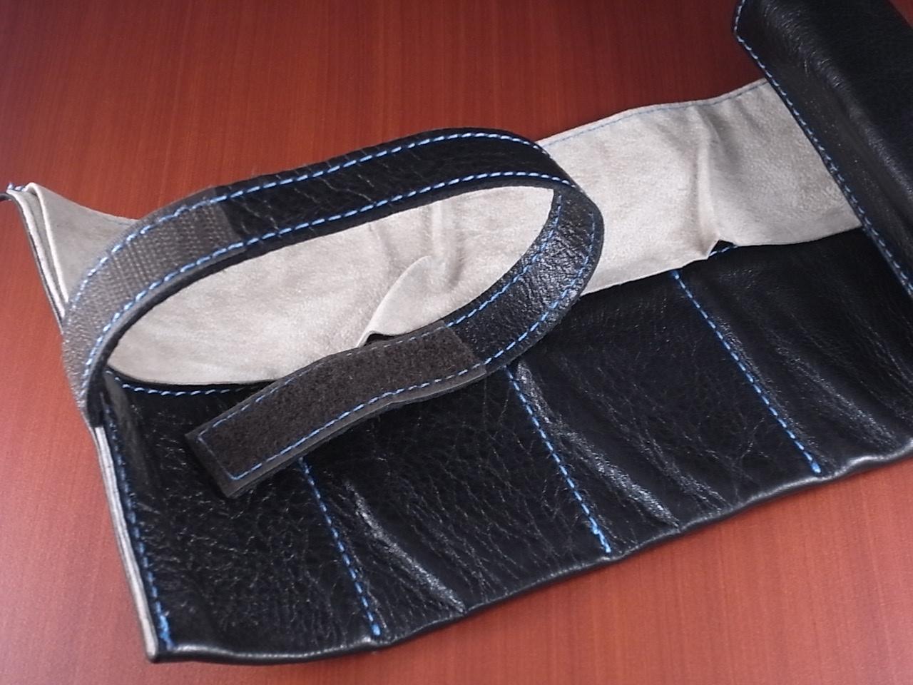 本革時計ケース 携帯タイプ 6本用 イタリア製 黒 青ステッチの写真2枚目