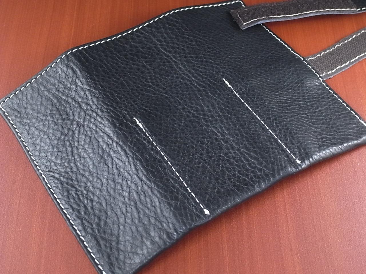本革時計ケース 携帯タイプ 3本用 イタリア製 黒 白ステッチの写真3枚目