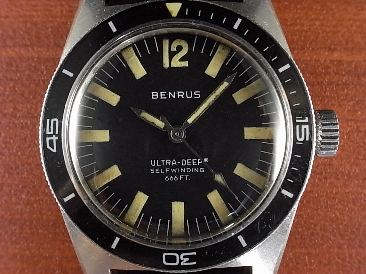 ベンラス ウルトラディープ ダイバーズウォッチ ワンピースケース 1970年代の写真2枚目