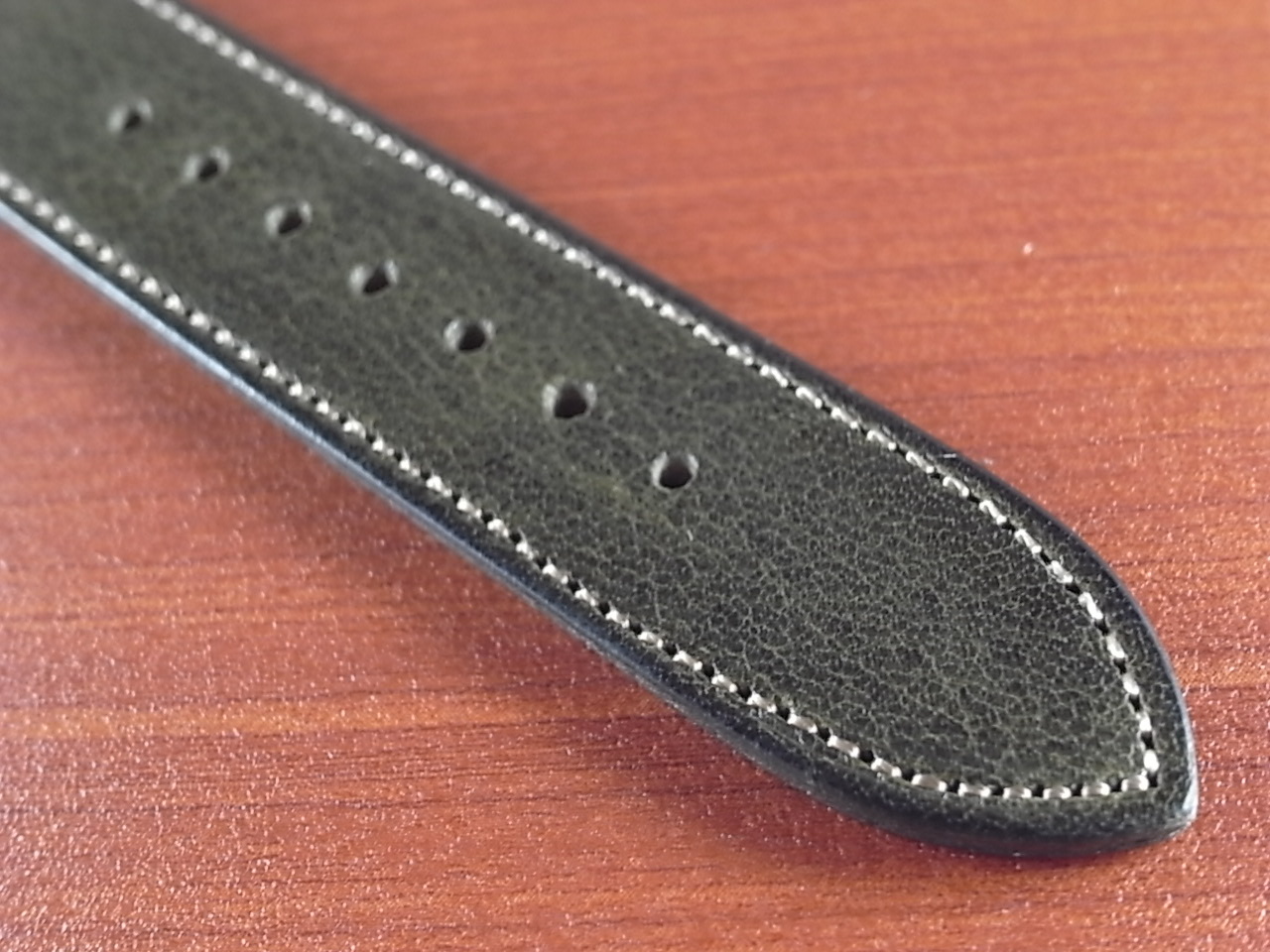 艶ありヌメ牛ステア 革ベルト オリーブ 16、17、18、19、20mm CC-032aの写真5枚目