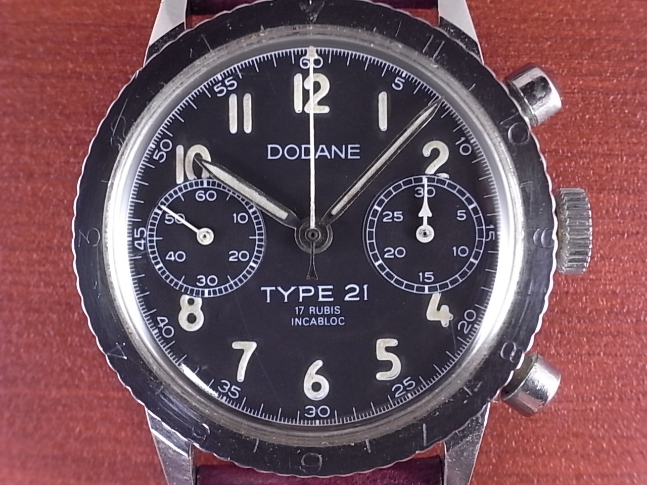 ドダンヌ フランス空軍 タイプ21 クロノグラフ ビッグロゴ 1960年代の写真2枚目