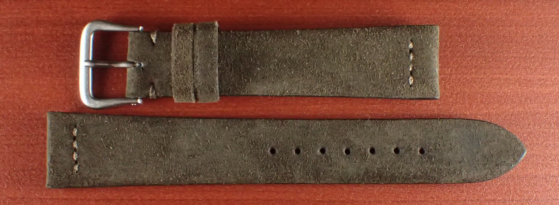 スウェード革ベルト チャールズ・F・ステッド クードゥー 一文字ステッチ ダークブラウン 18、19、20mm